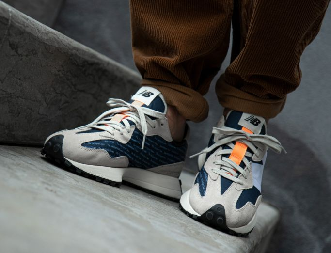 New Balance 327 'Print' Pack outerspace with light grey